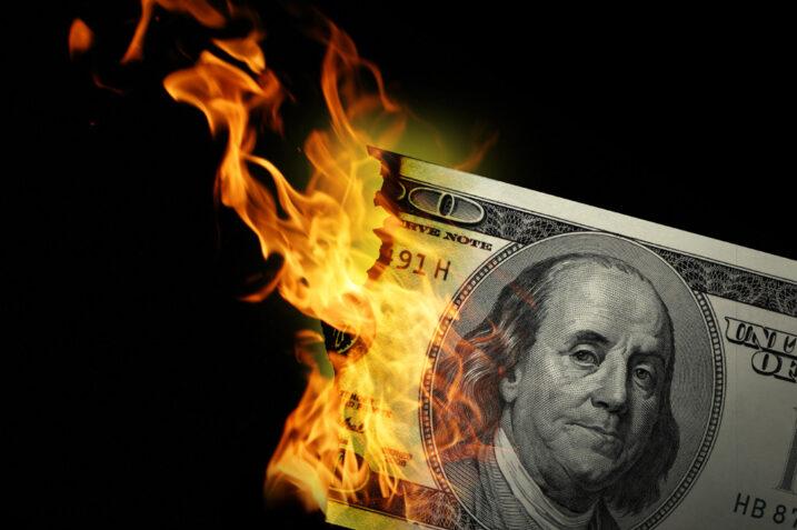 اینترنشنال من: فروپاشی دلار بسیار نزدیک است