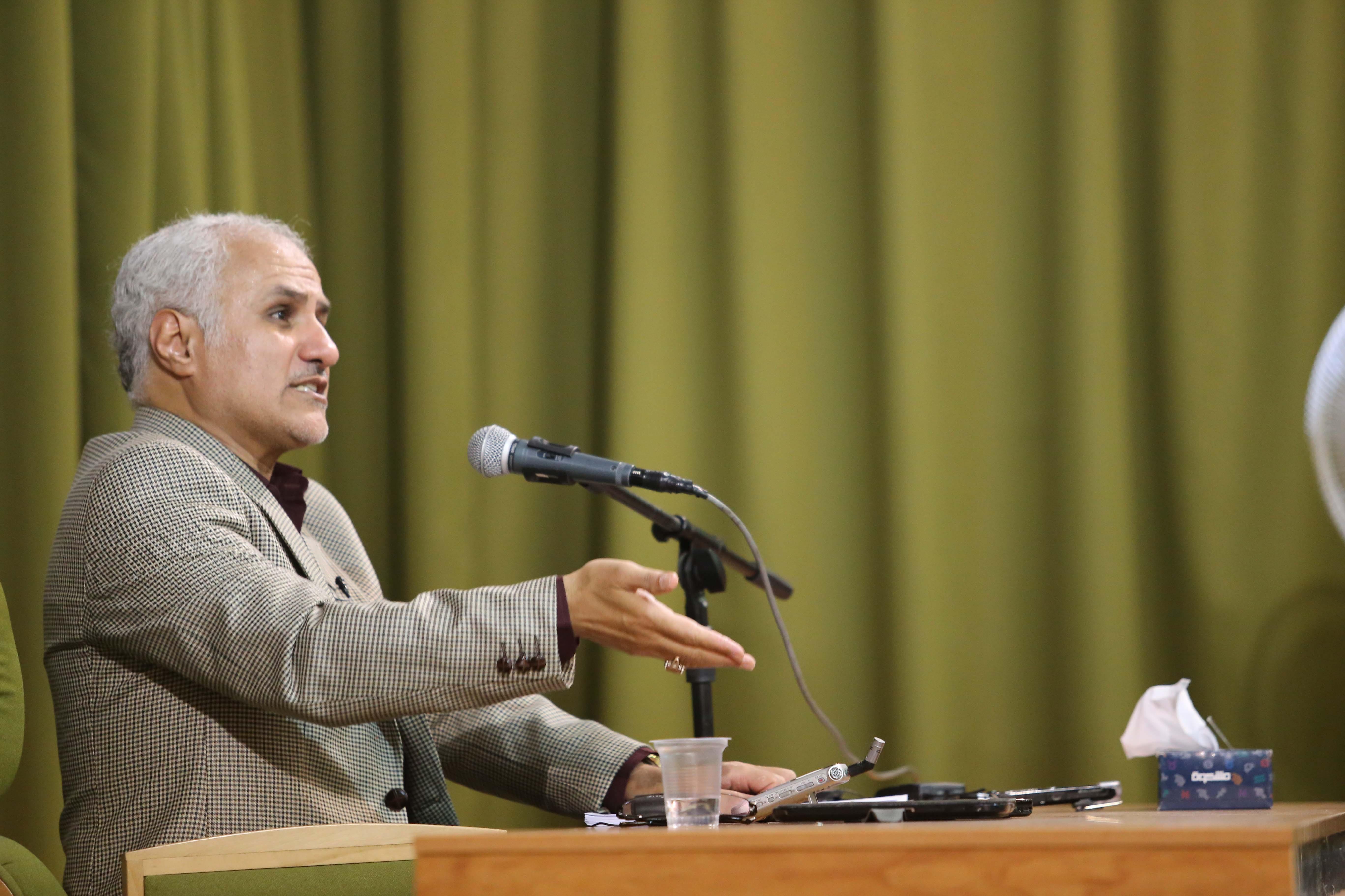 تصویر از حسن عباسی: تنها راه اجرای اقتصاد مقاومتی مبازره با رباخواری است