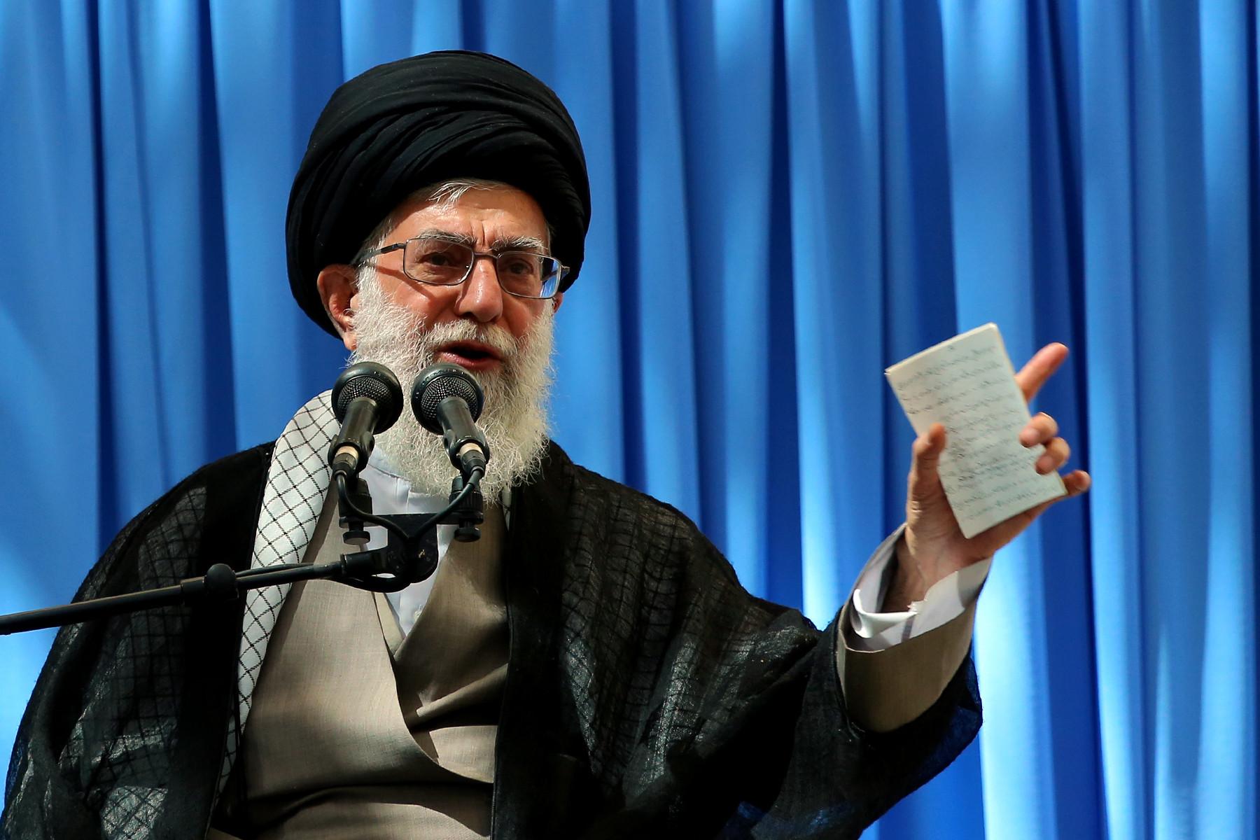 تصویر از امام خامنهای: ضدّیّت با رباخواری از مبانی اسلام است