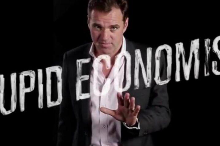 بحران اقتصادی را اقتصاددانان احمق به وجود آوردند!