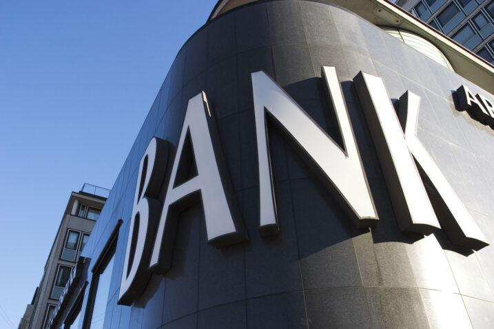 برای هر ۳۵۰۰ نفر یک بانک هر ۴۹۰۰۰ نفر یک مسجد