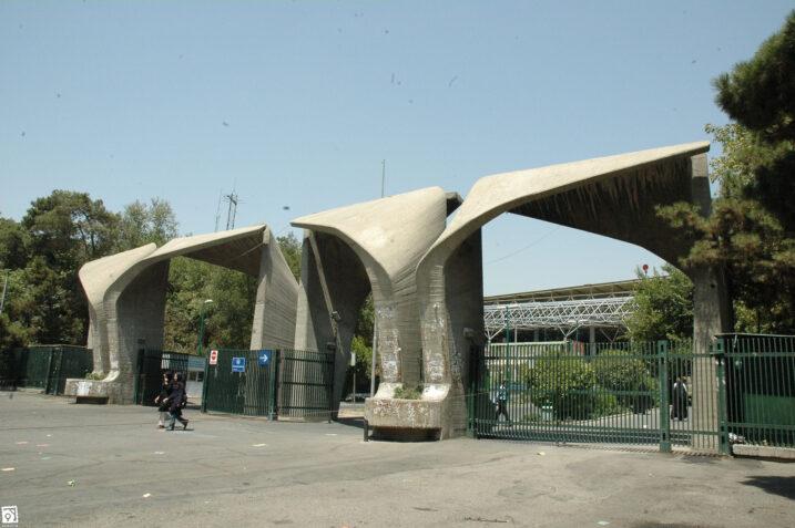 تدریس اقتصاد استعمار زده در دانشگاههای ایران