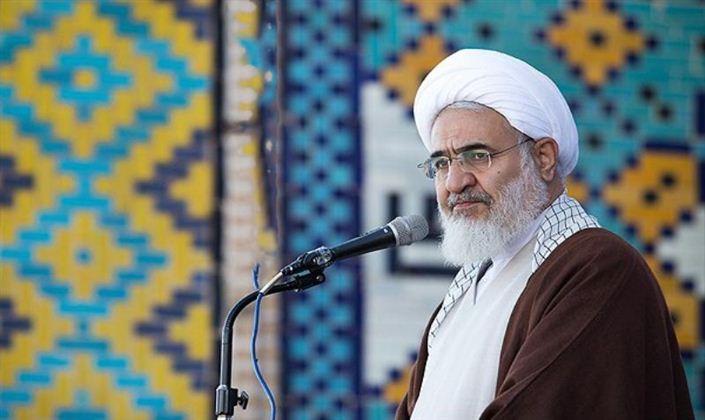 امام جمعه قزوین: نماز از ربا و رشوهخواری جلوگیری میکند