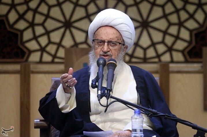 آیتالله مکارم شیرازی: مردم توسط بانکها آلوده به رباخواری شدهاند